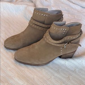 Boden tan ankle boots, size 38.